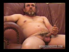 Homemade Video of Mature Amateur Guy Jacking Off