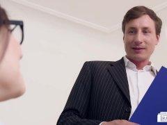 Hij pompt haar kut vol sperma na een harde neuk beurt - Vaginale seks XXX