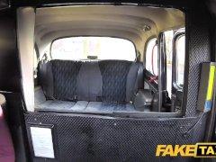 Rubia pija se la chupa al taxista | Coche Video
