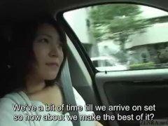 Increíble striptease junto al coche | Striptease Video