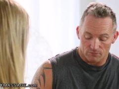 La pelirroja de grandes perolas tiene sexo. | Sexo vaginal