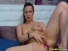 Naughty Amateur Babe Masturbates Pussy On Cam