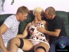 Blonde milf Cili enjoys deep-penetration