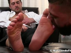 Muscular hunk loves pleasing hot jock with some feet licking