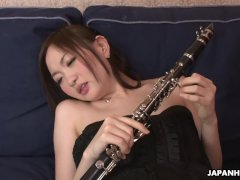 Using the flute to fuck her wet pussy pie