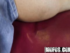 Mofos - Ebony teen Chick Raven Redmond Seduces her white BF