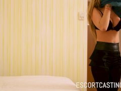 Escort Casting - A GFE With A Flexible Girl Dressed In Fitness Clothes
