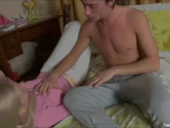 Teen Girlfriend Hot Blowjob To Her BF
