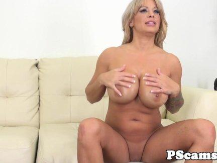 Bigtitted webcam babe Alyssa Lynn cumswallows