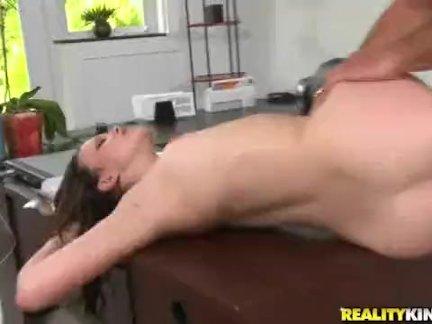 Обрыгала член во время секса