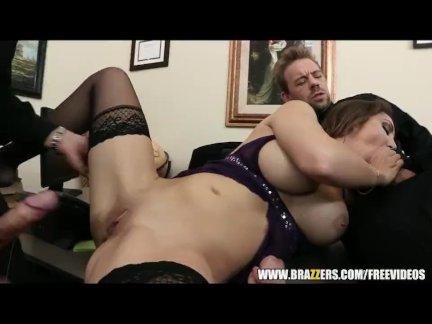 Busty secretary Kiera King seduces her boss - brazzers