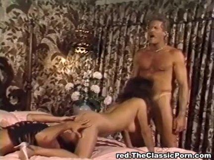 Две лесби бусы порно
