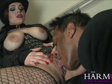 Большой член мужчины задает жару ретивой девушке