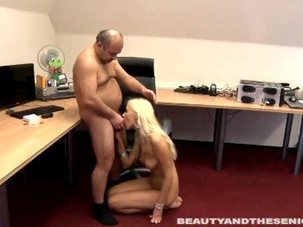 Смотреть порно молодых голубоглазых блондинок