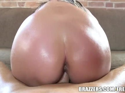 Fishnet babe gets pounded - Brazzers
