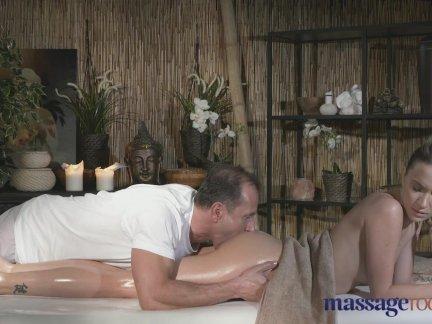 Massage Rooms Tattooed stunner loves cock