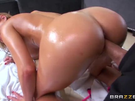 Kendall Kayden get oiled up - Brazzers