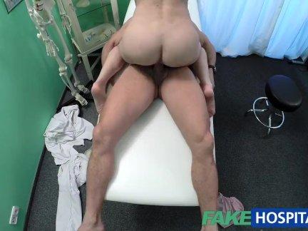 Порно онлайн с русской врачихой