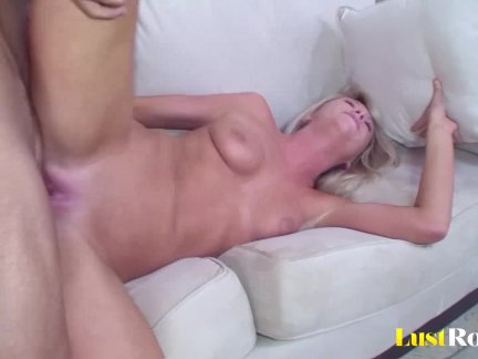 Petite bombshell Brynn Tyler is a real pro