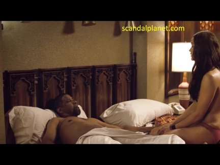 Paula Patton Nude Boobs In 2 Guns Movie