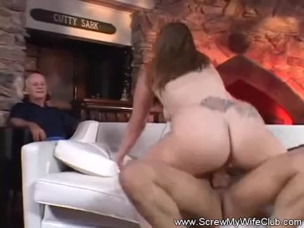 Brunette Amateur Tries Swingng