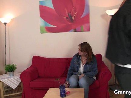 Сын не против инцеста и вместе с друзьями трахнул мамочку