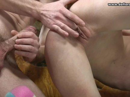 Novinha Virgem Brincando Com Seu Macho