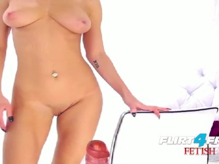 Kinky Sexy Blonde Disciplines Her Throbbing Pussy