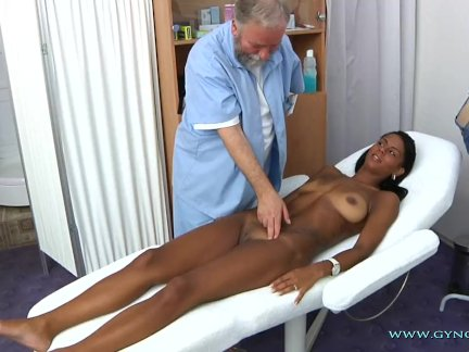 Смотреть порнуху у врача на приёми гинеколога