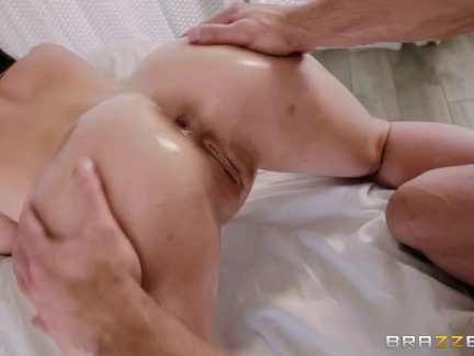 Getting a Little Extra Sexy Massage - Brazzers