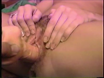 90s Amateur Wife's Hairy Pussy gefickt mit Vibrating Dildo