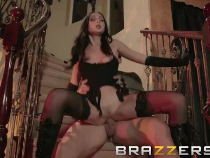 Trick or Treater Gets An Extra Treat - Brazzers