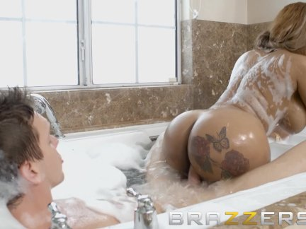Brazzers - Ebony milf Moriah Mills gets pounded in the bubble bath