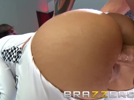 Brazzers - Isis Love & Scott Nails - Car Show Ho