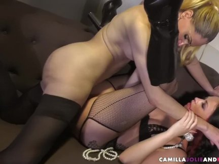 Shemale babes in foursome