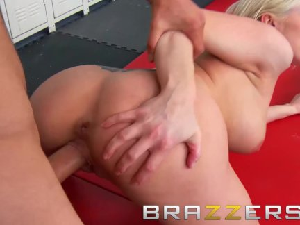 Brazzers - Big Tits blonde Christie Stevens fucks luck nerd in girls locker