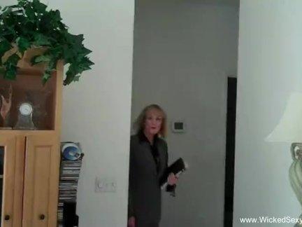 Granny Comes Home to Polish Her Boyfriends Cock