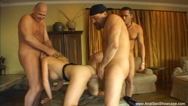 Три немца трахают во все дырки блондинку