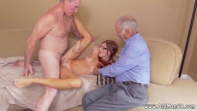 Французский старик трахает молодую рыжую сучку