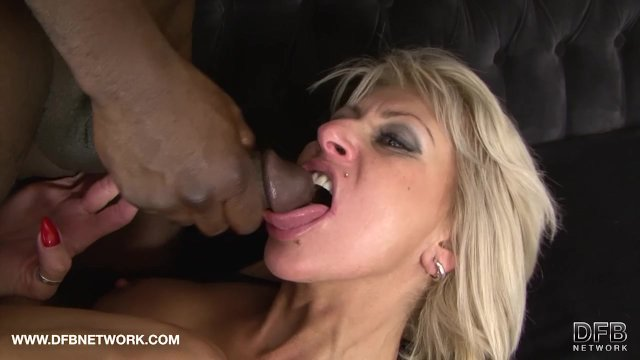 Sexy milf hard pussy fucking in interracial threesome - sex video