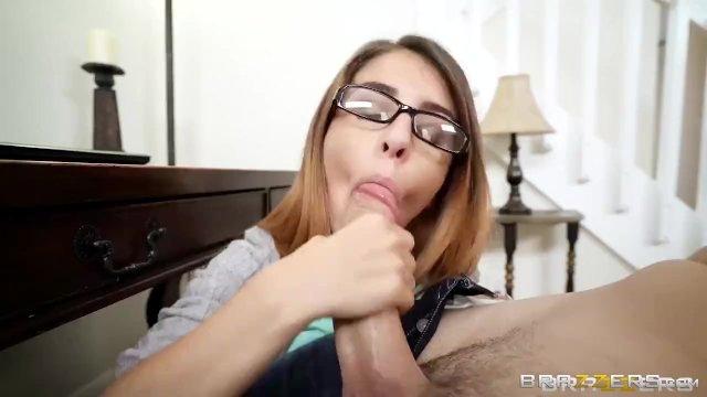 Шикарная телка Layla London поймала парня за просмотром порно и трахнула его