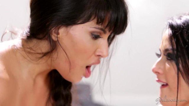Katrina Jade, Mercedes Carrera Lesbians - sex video