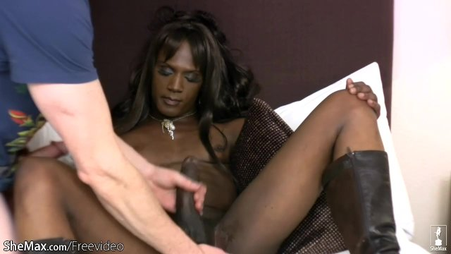 FULL video of Monster cock ebony t-babe getting ass fingered - sex video