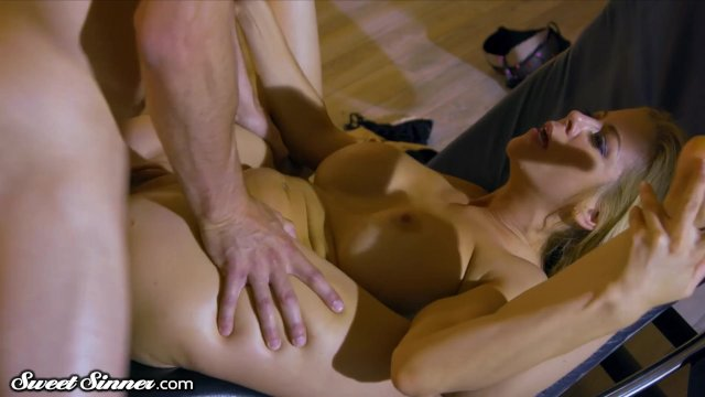 Alexis Fawx is Hot for Daughters Boyfriend - sex video