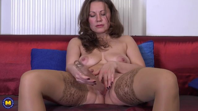 This hot housewife loves fooling around - sex video