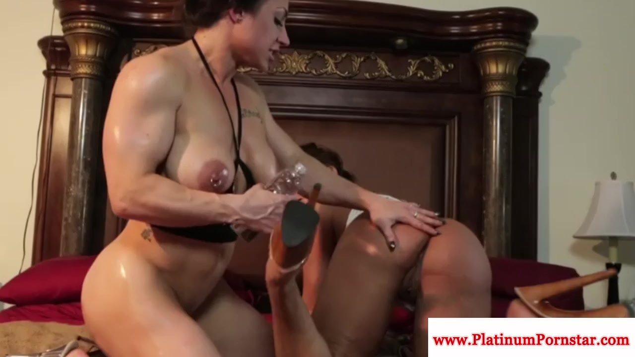 Brandi Mae and Ava Devine lick pussy