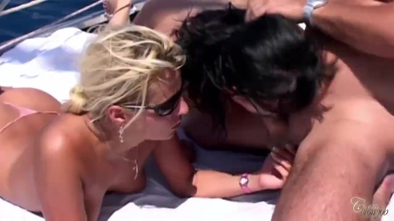 Two slut babes rimming and sucking horny rod