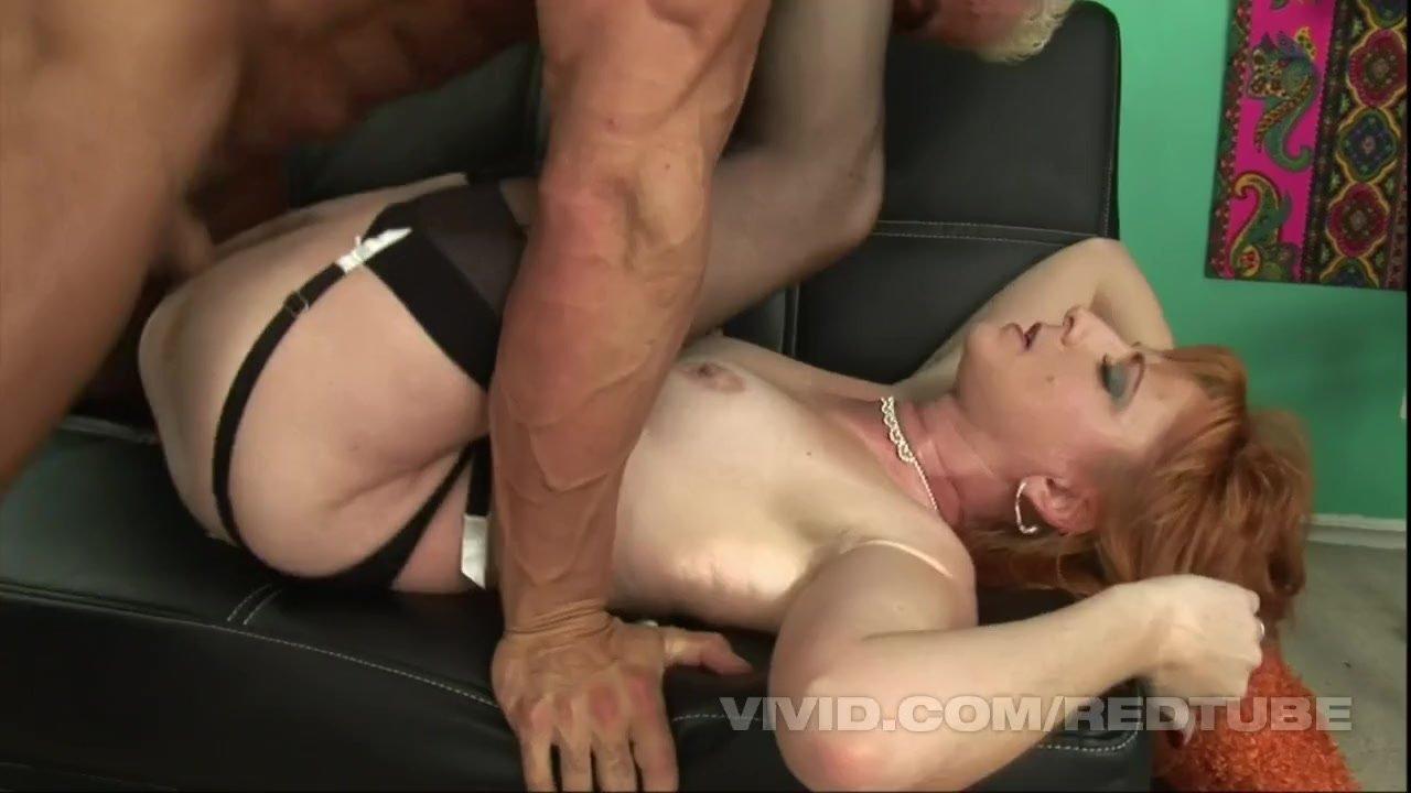 Dad seduces daughter to squirt