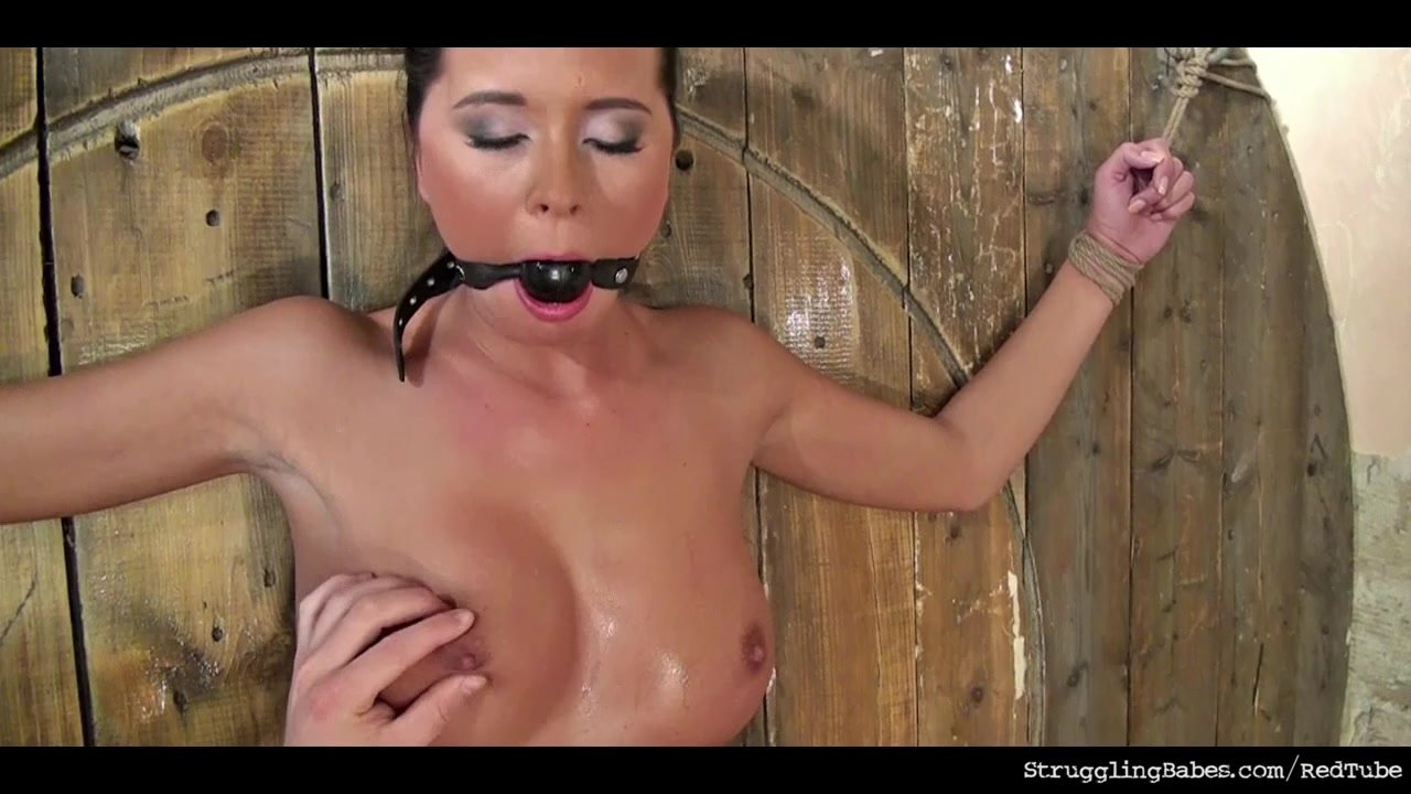 Open mature pussy hole