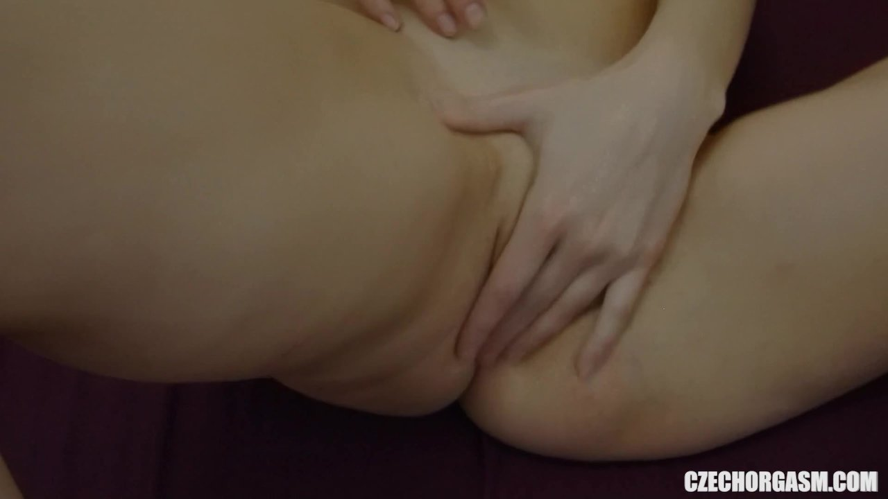 Amateur Girl Reaches Her First Pussy Orgasm
